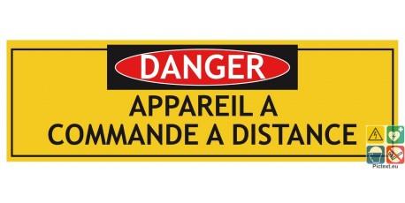 Panneau risques sur machine appareil à commande à distance
